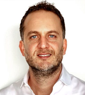 FEDERICO GRINGBERG EVP   Federico Grinberg has used his wealth of experience in business development and marketing to help create and grow one of the top companies in the category. Since 2014, he has overseen the global strategy of Futbol Sites from Miami, Florida.  Beginning his career in Buenos Aires, Argentina, his in-depth understanding of the Latin American and US Hispanic markets enriches Playmaker's reach. Grinberg attended Harvard Business School, and has degrees in both Business Marketing (from Universidad de Belgrano) and Multimedia Technology (from Universidad Maimónides).